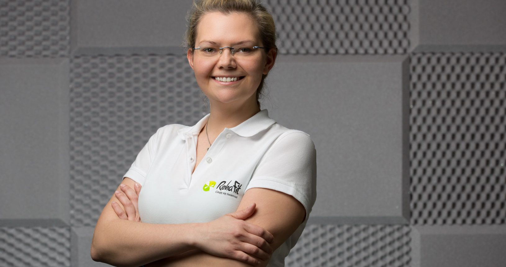 Zawsze uśmiechnięta terapeutka manualna i fizjoterapeutka Maria Stachów z centrum rehabilitacji, masażu i treningu personalnego RehaFit we Wrocławiu.