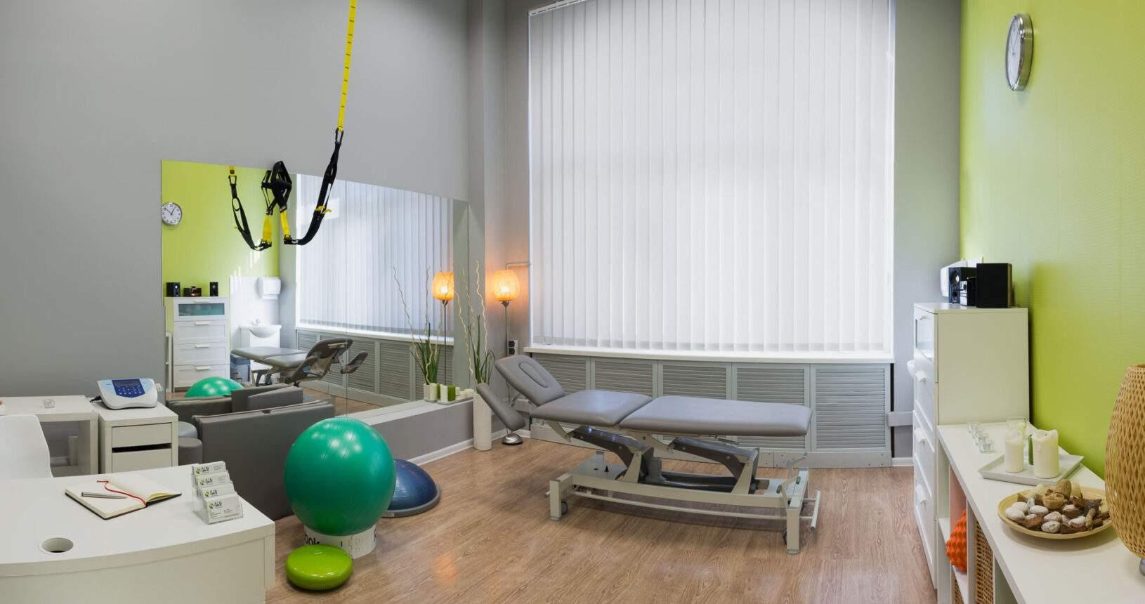 Przestronne i dobrze wyposażone centrum rehabilitacji i masażu RehaFit czeka na Ciebie.