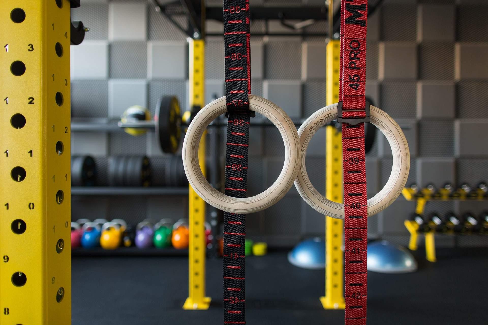 kółka gimnastyczne to idealny pomysł na uzupełnienie treningu personalnego.