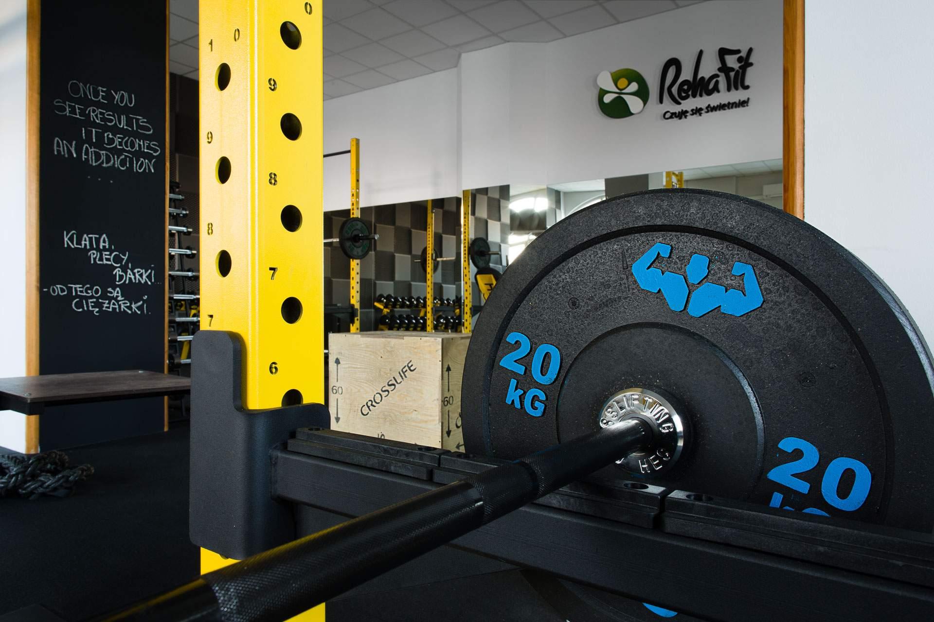 sztanga crosslifting w studiu treningu personalnego RehaFit