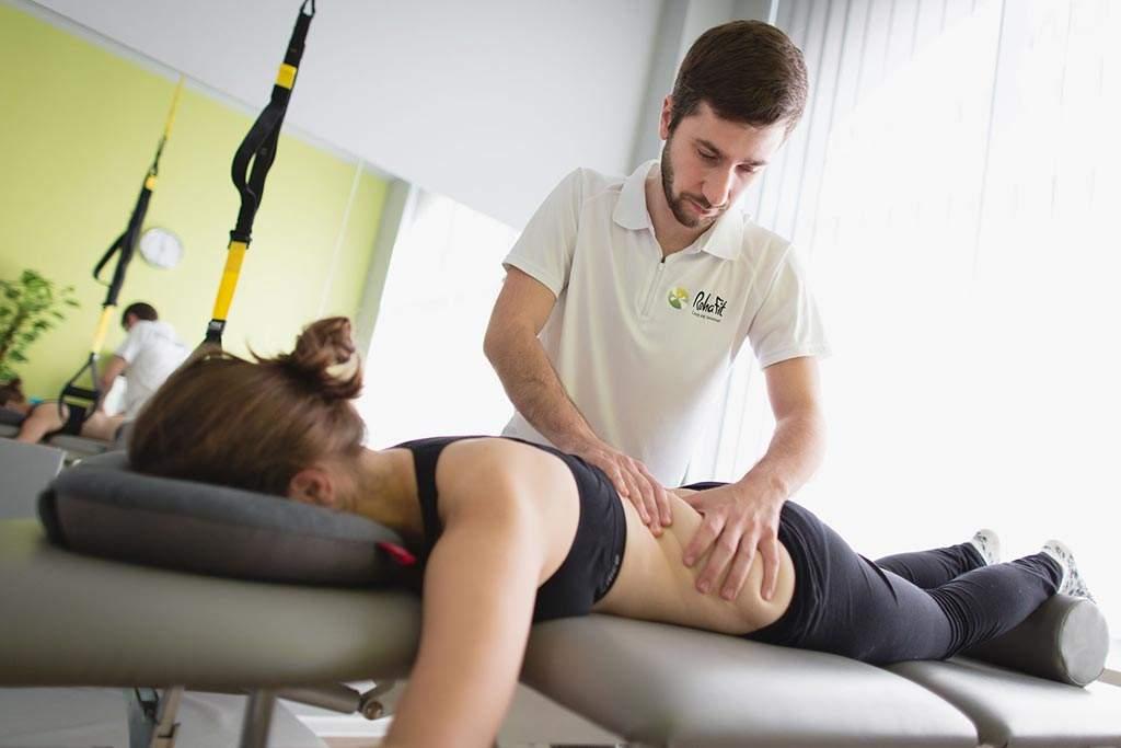 Masaż klasyczny pleców wykonaywany przez fizjoterapeutę z centrum RehaFit we Wrocławiu. Wyjątkowy masaż w relaksującej atmosferze.