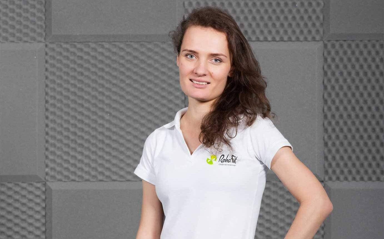 Fizjoterapeutka Lucyna Ptaszkowska zajmująca się wyspecjalizowaną rehabilitacją uroginekologiczną w problemach nietrzymania moczu i nie tylko.