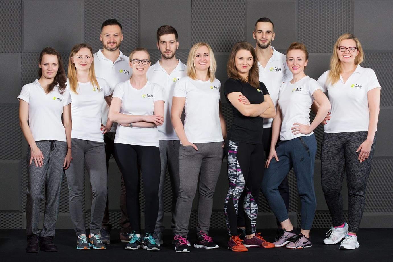 Zespół fizjoterapeutów i trenerów personalnych wrocławskiego centrum rehabilitacji, masażu i treningu personalnego RehaFit.