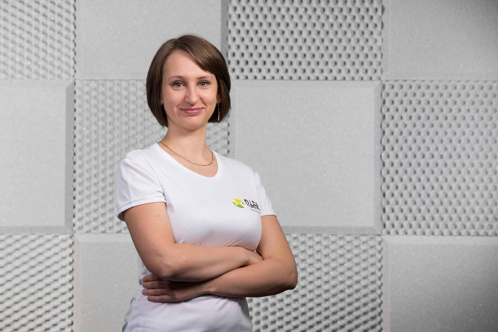 Doświadczona fizjoterapeutka Marta Kucia-Moczulska specjalizująca się w terapii manualnej z centrum RehaFit we Wrocławiu.